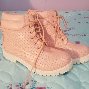 Size 8 perforated pink lace up boots